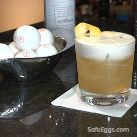 Safe Amaretto Sour recipe - so refreshing and a perfect summer cocktail! ☼