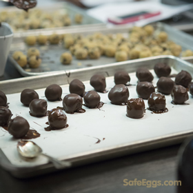This chocolate chip cookie dought truffle #recipe using raw eggs is made safe thanks to @safeeggs!