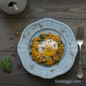 a delicious paleo sweet potato and spinach mash w/baked egg recipe!