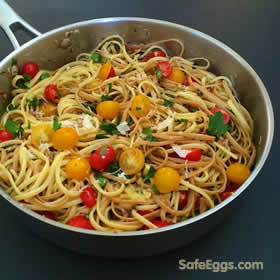spaghetti carbonara with tomatoes is a new take on a traditional Italian #recipe #yum